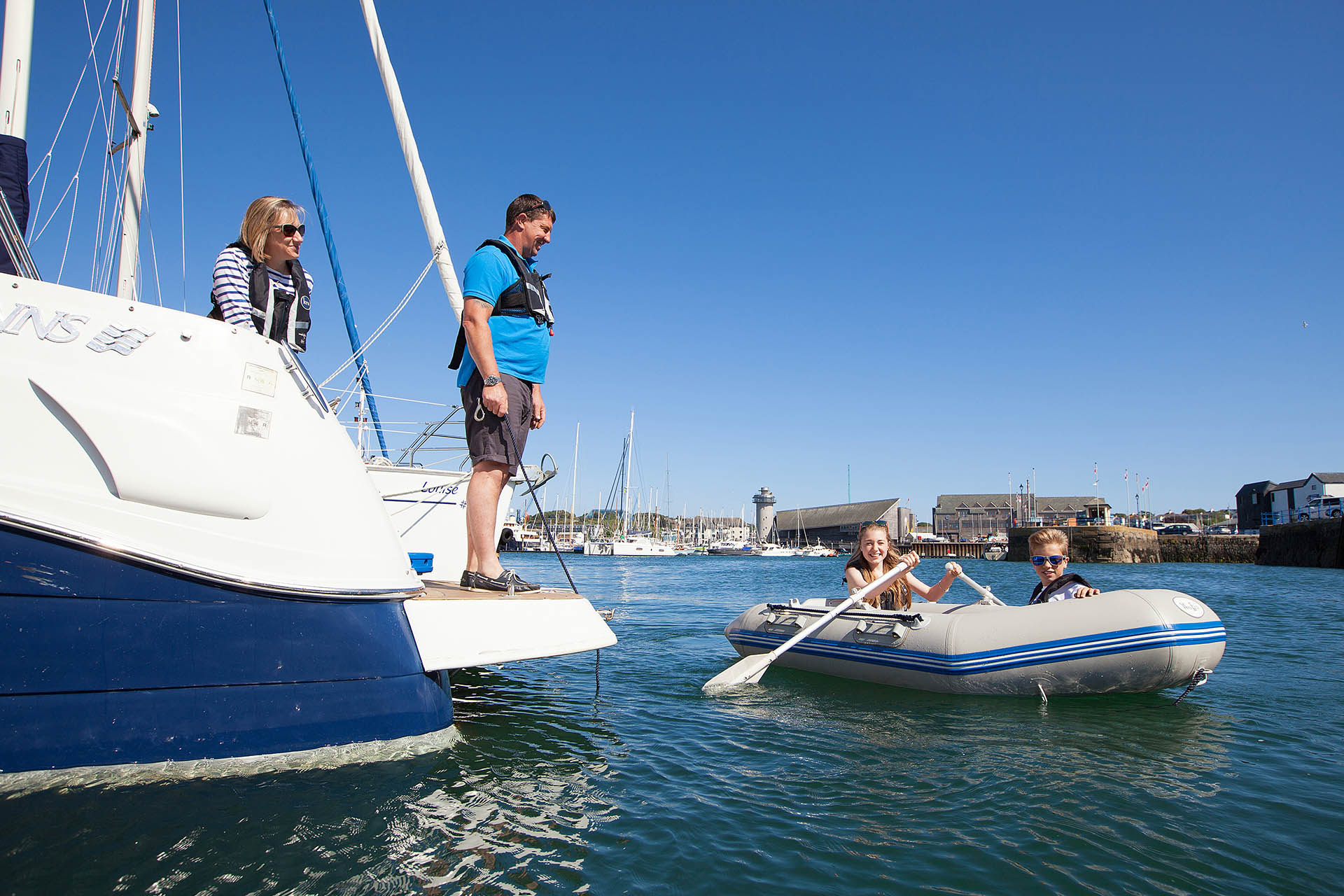 Falmouth-Haven-tender-kids-rowing